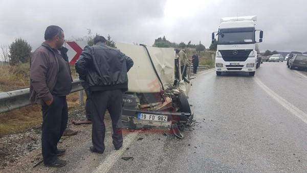 Cerit belinde feci kaza; 3 kişi ağır yaralandı