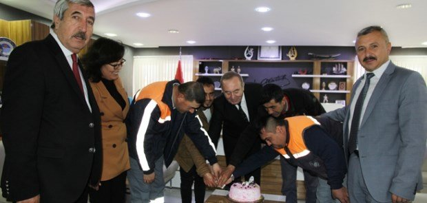 ŞAHİNER'DEN, ENGELLİ PERSONELE JEST